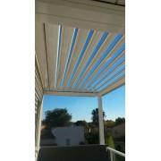 Pergola bioclimatique adossée sur balcon