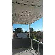Pergola bioclimatique lames 100 % étanches balcon terrasse