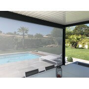 Pergola bioclimatique lames perpendiculaires 5m avec store en façade