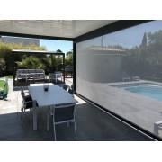 Pergola bioclimatique lames perpendiculaires 5m avec rideau microferforé en façade